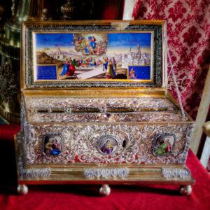 Часть пояса Пресвятой Богородицы в монастыре Ватопед, на Афоне