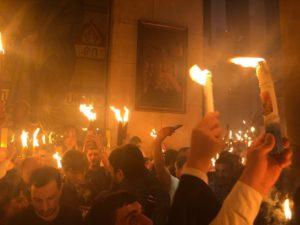 Благодатный огонь сходит каждый год в день празднование Православной Пасхи